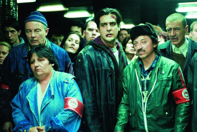 Image tiré du film hongrois Kontroll avec des controleurs du métro hongrois.